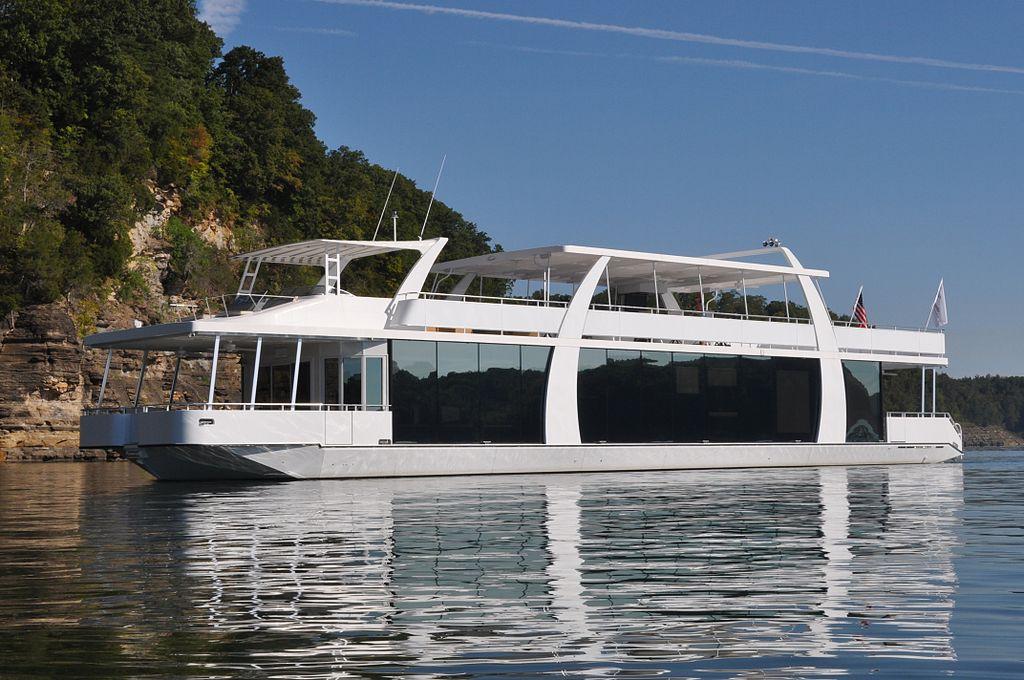 Houseboat Lake Cumberland KentuckyJPG